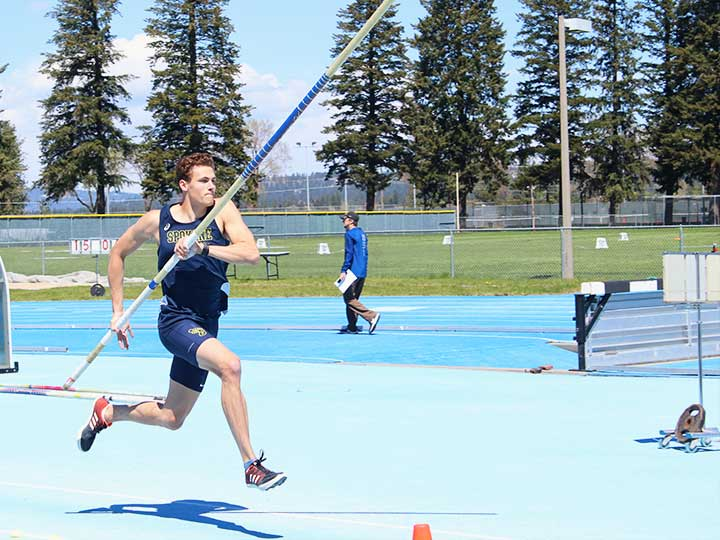 Men's track and field high jump running prep