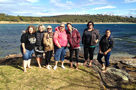 Study abroad students posing in Australia by the water